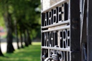 Tor der KZ-Gedenkstätte Dachau